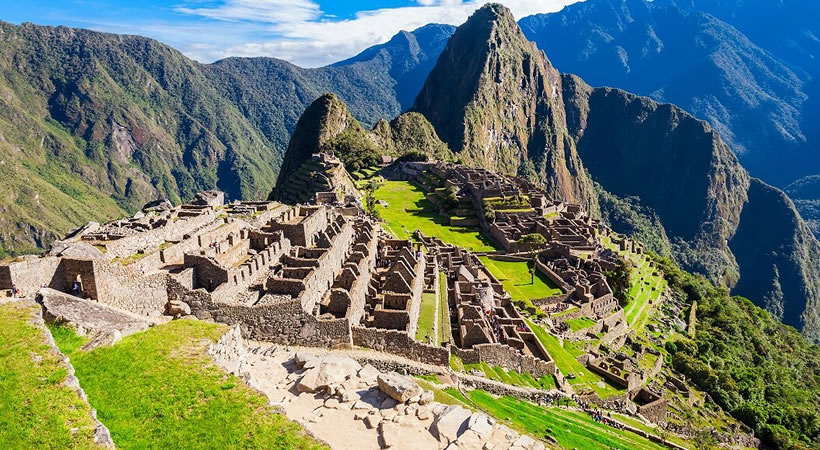 Machupicchu – Ruta del Sol – Lago Titicaca – Isla del Sol – Copacabana Salar de Uyuni – Chullpas de Sillustani (8d/7n) / Servicio en grupo
