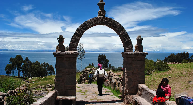 Puno – Chullpas of Sillustani – Uros – Amantani – Taquile – Chucuito – Aramumuro – Tiahuanaco (Bolivia) – Puno – Cusco (5d/4n) / Private and shared service