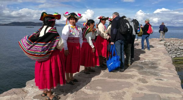 Luxury speed boat: Tours to the Uros – Taquile islands and Llachon